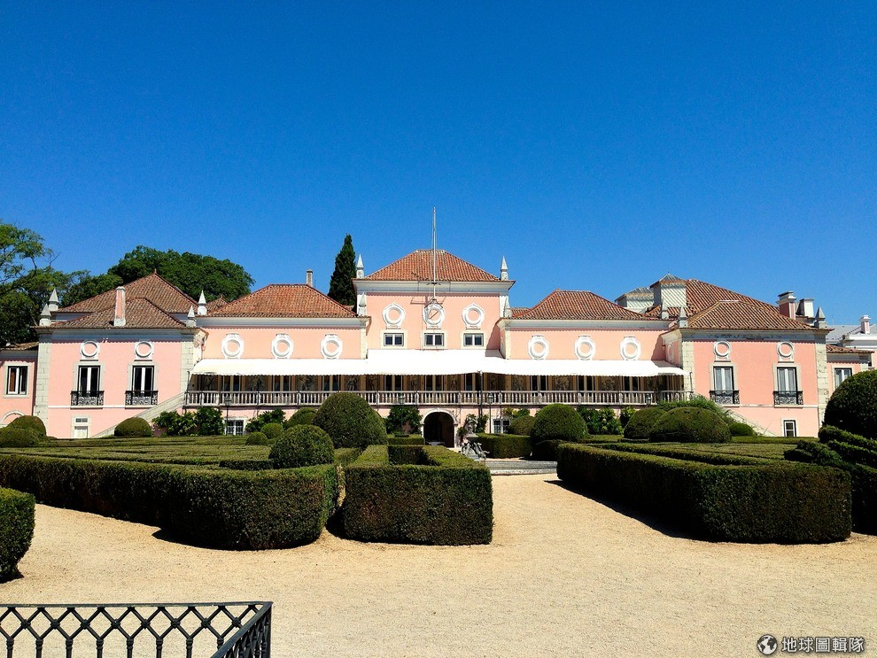 the-worlds-most-beautiful-13-presidential-palace-02