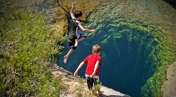 the-two-boys-did-not-hesitate-to-jump-out-of-this-bottomless-big-black-hole-01